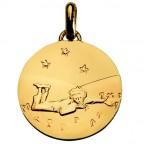 Médaille or Le Petit Prince couché dans l'herbe